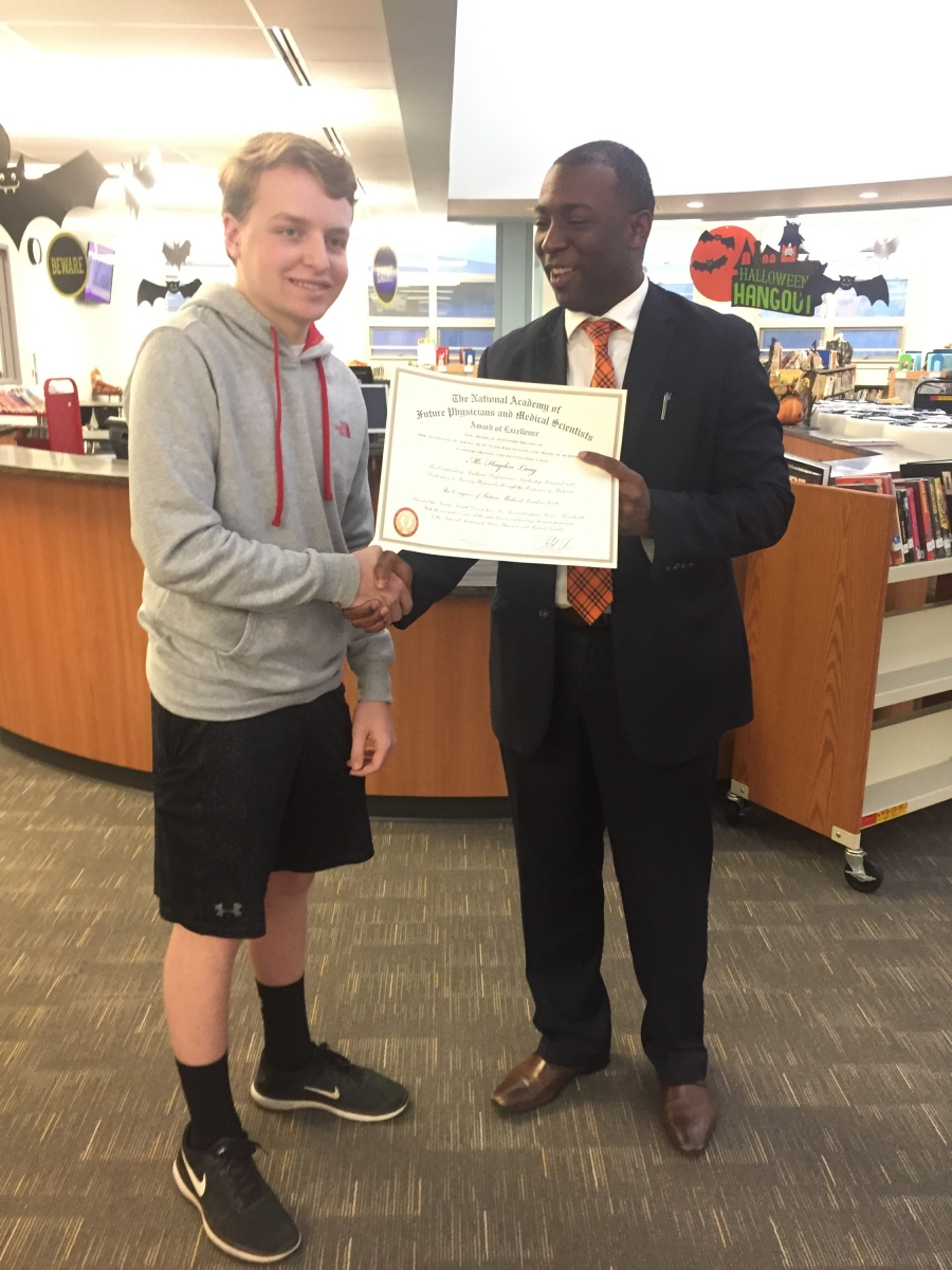 Hayden Lang receiving Award for Congress of Future Medical Leaders from Principal Baggett
